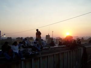 """Migranten im Süden von Mexiko auf dem Zug, auch """"Die Bestie"""" genannt wird, der nach Norden fährt. Foto: 2009, Fabian Janssen"""