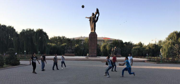 Kirgistan: Öffentlicher und privater Raum