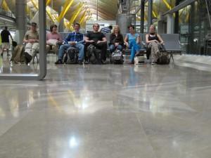Unsere Gruppe wartet auf den Abflug nach DF um 1:20 (MEZ).