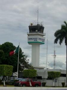 Der Tower des Flughafen in Tapachula, Chiapas, Mexiko.